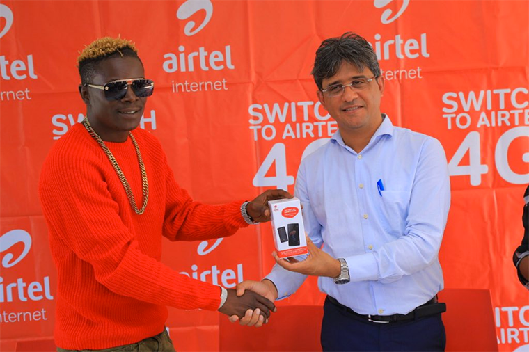 Singer King Saha (L) at the launch of the 4G smartphone