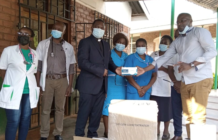 Members of Malawi's COVID Response Private Citizens Initiative donating equipment