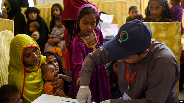 A Pakistani paramedic takes a blood sample from a girl for a HIV test at a state-run hospital in Rato Dero in the district of Larkana of the southern Sindh province